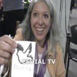 Mónica Vallejos, creadora de los pájaros de la democracia en base a una idea de Adriana Fernández.