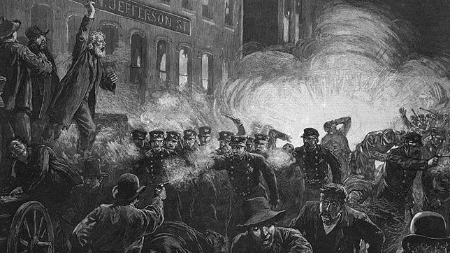 En la Plaza de Haymarket la policía mató a 40 personas e hirió a 200, sin distinguir entre los obreros y sus familias.